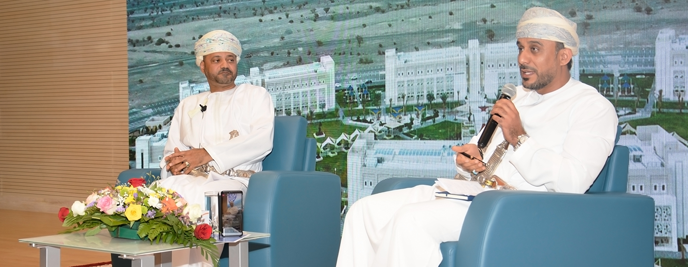 """HE Sayyid Badr Bin Hamed Al Busaidi, The Secretary General of the Ministry of Foreign Affairs, inaugurates the """"A'Sharqiyah University Series of Lectures"""" during the Celebration of University Day."""
